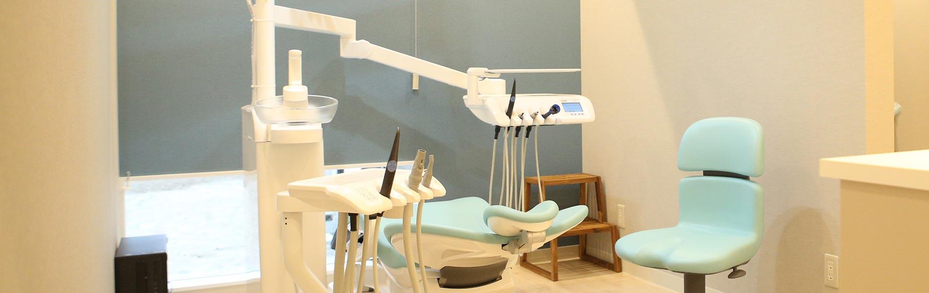みんなが自然と笑顔になる、 身近なまちの歯医者さん。